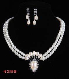 Cheap gift bags jewelry, Buy Quality jewelry vogue directly from China gift cat Suppliers:    Free Shipping 2014 Classic Imitation Pearl Wedding Jewelry Set Gift Silver Plated Clear Crystal White Pearls Cheap Gift Bags, Wedding Jewelry Sets, Cat Gifts, Clear Crystal, Pearl White, Silver Plate, Pearl Necklace, Vogue, China