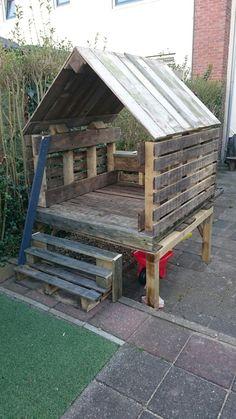 Pallet garden furniture - Ideas for functional models # Function models # Ideas # . - Pallet garden furniture – ideas for functional models - Outdoor Fun For Kids, Backyard For Kids, Outdoor Playhouse For Kids, Backyard Ideas, Outdoor Forts, Backyard Projects, Pallet Exterior, Pallet Garden Furniture, Furniture Ideas