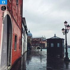 #Repost from @nnylonn beautifully capturing one of our many rainy Sundays. #Sunday #Rain #Venice #Love #Beautiful #Color #Holiday #Wanderlust #Weekend #Architecture #Travel #Venezia #Fortuny
