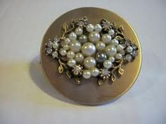 Vintage compact: every woman should have one in her favorite evening bag... ~ETS