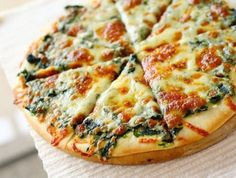 Ispanaklı Beyaz Peynirli Pizza Yapımı