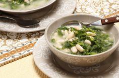 Receita de Sopa de grelos com feijão branco. Descubra como cozinhar Sopa de grelos com feijão branco de maneira prática e deliciosa com a Teleculinaria!