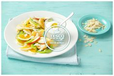 Ovocný salát s bílým jogurtem a mandlemi  http://www.tescorecepty.cz/recepty/detail/105-ovocny-salat-s-bilym-jogurtem-a-mandlemi