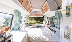 VOYAGE - Ce couple de Français a entièrement rénové l'intérieur de leur camion, pour pouvoir y dormir, cuisiner et voyager avec tout le confort.