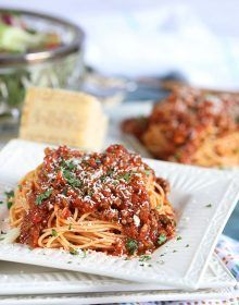 Ready in just 30 min, this Easy Italian Meat Sauce recipe is quick & simple for busy weeknight dinners. Slow simmered taste in less than an hour, you'll be skipping the take out from now on. This one is a huge hit with the entire family! Italian Meat Sauce, Italian Meats, Sweet Italian Sausage, Italian Dishes, Meat Sauce Recipes, Pasta Recipes, Pasta Sauces, Rice Recipes, Pasta Dishes