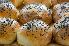 Yogurt Rolls - they look scrumptious! Bagel, Yogurt, Hamburger, Food To Make, Rolls, Food And Drink, Cooking, Recipes, Breads