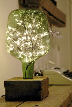 23 Ingenious ideas for transforming old glass bottles into extravagant lamps - DIY und Selbermachen - Welcome Crafts Wine Bottle Crafts, Bottle Art, Diy Bottle Lamp, Old Glass Bottles, Wine Bottles, Wine Bottle Lamps, Patron Bottles, Beer Bottle, Creation Deco