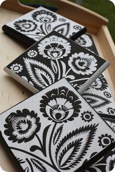 Black or White - zestaw 6 podkładek pod kubki , podbite cienkim czarnym filcem.