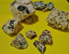 piedras mineral con turmaline negro