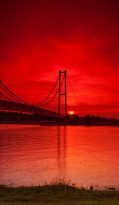 Tha Red Sunset by Shamsul Ismin Kuala Lampur, Color Explosion, Cool Photos, Beautiful Pictures, Red Pictures, Red Sunset, Red Wallpaper, Beautiful Sunrise, Red Aesthetic