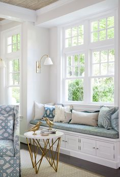 This Washington DC home designed by Erika Bonnell Interiors is one for the books! Not only is it absolutely gorgeous, it's totally livable and family-friendly too! I'm in love with the …