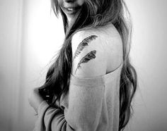 Are you seeking out a tattoo idea for your new ink adventure? Consider feather designs then. Feather tattoo is not only popular for its aesthetic look but Peacock Feather Tattoo, Feather Tattoo Design, Feather Tattoos, Love Tattoos, Beautiful Tattoos, Picture Tattoos, Girl Tattoos, Tattoos For Women, Tatoos