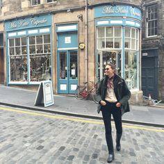 Descubriendo la magia de Edimburgo. Es M A R A V I L L O S A esta ciudad. Y encima nos ha salido el sol #cantbeliveit #edimburgo #edinburgh #mitmetravels #viajando #travelling #scotland #escocia by maytedlaiglesia