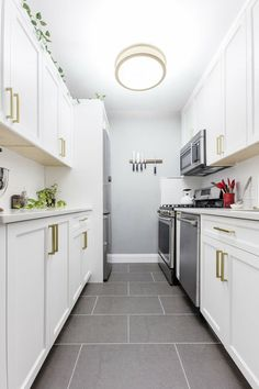 galley kitchen layouts Bring functionality and charm to your galley kitchen remodel with these smart design ideas. What Is A Galley Kitchen? In a galley kitchen layout, two paral White Galley Kitchens, Galley Kitchen Design, Galley Kitchen Remodel, Best Kitchen Layout, Small Kitchen Layouts, Open Kitchens, Küchen Design, Layout Design, Smart Design