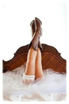 Cowboots and wedding garter!!!!