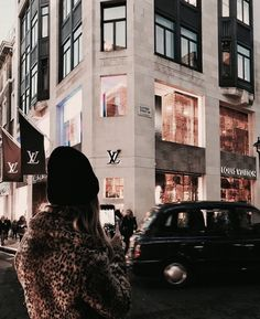 Immagine di fashion, Louis Vuitton, and city Palermo, Louis Vuitton Paris, Boujee Aesthetic, Luxe Life, Rich Life, Luxury Shop, Vogue Fashion, Luxury Lifestyle, Coco Chanel