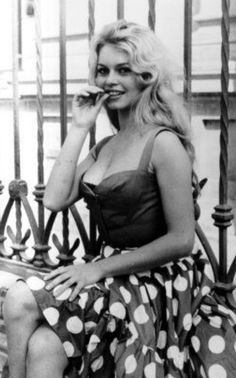 Brigitte Bardot: the 10 most sulphurous photos of the act . - From the age of 16 Brigitte Bardot takes her first photos - Bridgitte Bardot, Wow Photo, Non Plus Ultra, Marlene Dietrich, French Actress, The Bikini, Mode Vintage, Vintage Beauty, Hollywood Actresses