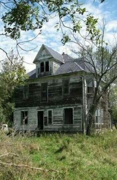70 Abandoned Old Buildings. left alone to die 70 Abandoned Old Buildings. left alone to die Abandoned Farm Houses, Old Abandoned Buildings, Abandoned Property, Old Farm Houses, Abandoned Castles, Old Buildings, Abandoned Places, Spooky Places, Haunted Places