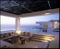 "Esta preciosa casa está situada en la isla de Antíparos, en Grecia. Se llama Little Cedar"". Tala Mikdashi arquitectos. Interiores de Maria Rizou. This beautiful house, called Little Cedar, is situade in the greek island of Antíparos. Archit..."