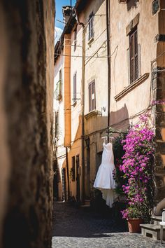 #weddingdress in a typical italian tiny lane with #bouganvillea