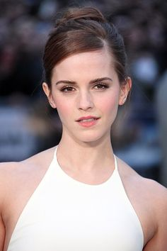 From Hermione's frizzy mane to that stunning post-Potter pixie crop: Emma Watson is a hair hero. See all her hair and beauty looks. Emma Watson Hair, Ema Watson, Emma Watson Beautiful, Pixie Crop, Julia, Her Hair, Actors & Actresses, Makeup Looks, Curls