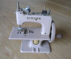 SINGER SEWHANDY VINTAGE 1950'S CHILDS SEWING MACHINE 20 BOXED CHILDRENS TOY RARE | eBay