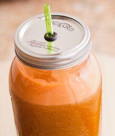 koktajl karotenowy4 krążki ananasa z puszki, 2 marchewki – karotki, 1 pomarańcza 1 łyżeczka oleju lnianego. Healthy Shakes, Healthy Drinks, Healthy Recipes, Smoothie Drinks, Smoothies, Health And Beauty, Clean Eating, Deserts, Cocktails