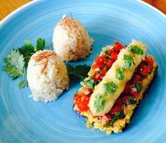 Für die Vegetarier empfehlen wir Tofu á casaca. Geräucherter Tofu mit Tomaten, Zwiebeln und frittierten Bananen. Dazu Maisgrieß oder Reis.