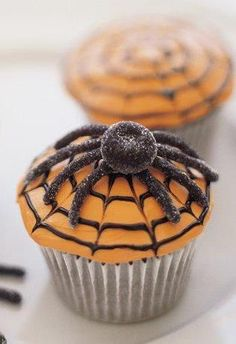 Whether you like your halloween cupcake recipes to be tricks or treats, we've got you covered with a collection of both. From creepy brains to adorable owls and scracy-easy no-bake cupcakes, it's. Halloween Sweets, Halloween Baking, Halloween Cupcakes, Creepy Halloween, Holidays Halloween, Halloween Crafts, Happy Halloween, Halloween Table, Halloween Spider
