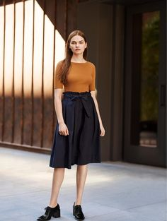 Our casual High Waist Belted Flare Midi Skirt features an ultra-modern cut with a flared design for a flattering leg-lengthening effect.