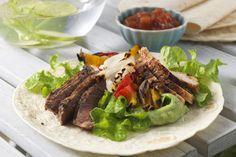 Een heerlijke fajita met gegrild rundvlees, zachte smaakvollle guacamole en verse groente.