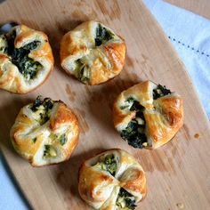 make them mini for party canapes or a buffet or big and butch for that post match nosh up or for sports superbowl sunday grub Heart of Gold and Luxury: Spinach Feta Puffs. Perfect for a tapas party! One Bite Appetizers, Finger Food Appetizers, Appetizers For Party, Finger Foods, Appetizer Recipes, Appetizer Dinner, Tapas Recipes, Detox Recipes, Appetizer Ideas