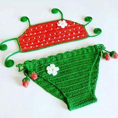 Lindo biquíni de crochê infantil modelo moranguinho. Com detalhes em pérolas brancas. Com elástico nas pernas. Valor referente ao tamanho até 1 ano.
