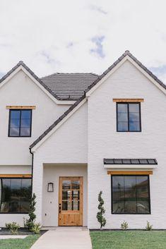 White Stucco House, White Brick Houses, White Exterior Houses, House Paint Exterior, Exterior House Colors, Black Trim Exterior House, Painted White Brick House, Black Windows Exterior, Stucco And Stone Exterior