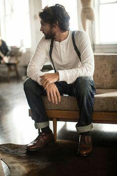 Un estilo simple con jeans y suspensores