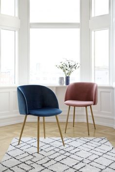 Best Accent Chairs For Living Room Wooden Dining Room Chairs, Dining Room Design, Dining Room Furniture, Living Room Chairs, Home Living Room, Chaise Velour, Salon Chairs For Sale, Deco Originale, Beautiful Interior Design