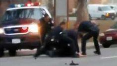 Policiais dos EUA são flagrados em vídeo espancando homem - BBC Brasil