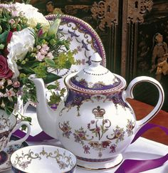 The design takes its inspiration from English bone china commissioned by Queen Victoria for the Great Exhibition of 1851.