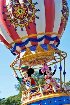 Mickey and Minnie in the Festival of Fantasy Parade at Magic Kingdom. Magic Kingdom Orlando, Disney World Magic Kingdom, Disney World Resorts, Disney Parks, Walt Disney World, Festival Of Fantasy Parade, Orlando Theme Parks, Disney Face Characters, Mikey