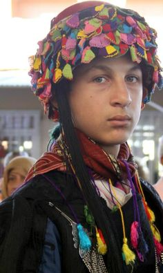 Traditional headgear of the 'Efe' (Late-Ottoman people's militia of the Aegean coastal area). The 'fashion' of decorating the felt hat with 'oya' (Turkish lace work) began around 1910.  Large, flat oyas are characteristic of the Izmir region.