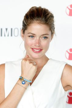 Doutzen Kroes Photos - Doutzen Kroes attends the Modelinia Beautiful Friends Forever Bracelet launch at the Dream Hotel on September 2011 in New York City. Beautiful Friend, Simply Beautiful, Beautiful People, Doutzen Kroes, Fair Skin, Female Images, Supermodels, Fashion Models, High Fashion