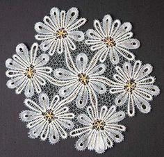 кружевоплетения: 7 тыс изображений найдено в Яндекс.Картинках Irish Crochet, Crochet Lace, Romanian Lace, Lace Art, Lacemaking, Point Lace, Lace Jewelry, Bobbin Lace, Lace Flowers