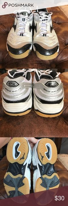 Women's Mizuno Wave Rally Volleyball Shoes 🏐 Women's Mizuno Wave Rally Volleyball Shoes 🏐 well loved but would be a great starter shoe for someone! Mizuno Shoes Athletic Shoes