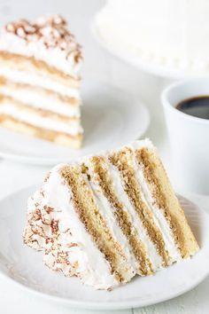 Light and delicious Tiramisu Layer Cake! Light and delicious Tiramisu Layer Cake! Cupcakes, Cupcake Cakes, Cake Cookies, Pavlova, Baking Recipes, Cake Recipes, Dessert Recipes, Homemade Cakes, Homemade Breads