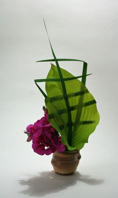 Sweetpeas with manipulated hosta leaf. Interesting with the woven leaves.