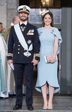 Prince Carl Philip of Sweden and Princess Sofia leave the christening of Prince Oscar at the Royal Chapel in Stockholm on May 27, 2016.  / AFP / JONATHAN NACKSTRAND