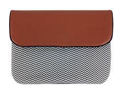 Pochette Carnet de Santé Cuir modèle High Moutain, existe dans tous les motifs Miniyou. Modèle avec passant pour transformer en petit sac. Motif exclusif, fabriqué en France