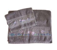 Parure de bain - Serviette de toilette et serviette invité poissons multicolores brodés main au point de croix : Textiles et tapis par emilie-broderie / Alittlemarket.com
