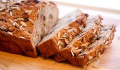 Ilmandi og ljúffengt heilsubrauð  - mbl.is Banana Bread, Keto, Tasty, Cookies, Desserts, Iceland, Food, Breads, Crack Crackers