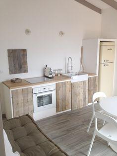 simple kitchen w/ coach! Kitchen Interior, Concrete Kitchen, Small Spaces, Interior, Home, Kitchen Decor, House Interior, Interior Design, Rustic Kitchen